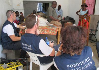 quatre membres de Pompiers SOlidaires rencontrent les autorités locales de Haïti suite au passage de l'ouragan Irma