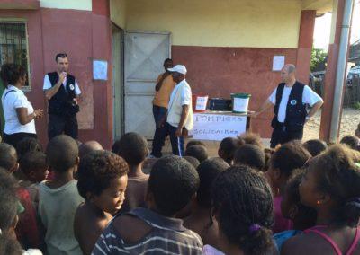 Formation education préventive commun autaire devant la population de Madagascar dispensée par Pompiers Solidaires