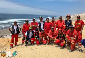 pompiers solidaires entourés par les pompiers de Camana - region du Perou ou l'association intervient