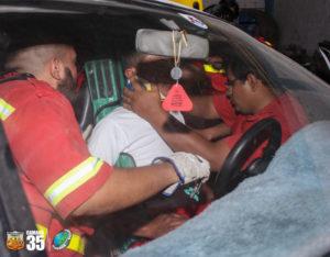 Maneouvre pour désincarcérer une victime dans le cadre du programme Pérou Camana de Pompiers Solidaires